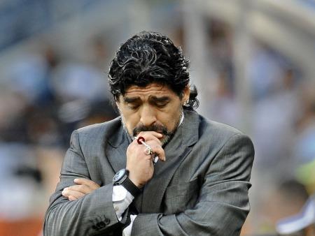 Médico desmente que Maradona tenha voltado ao vício do álcool