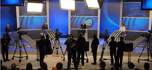 Candidatos pouco antes do início do debate