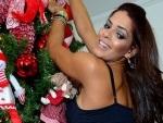 Nuelle Alves, da <i>Fazenda de Verão</i>, posa sensual em clima de Natal