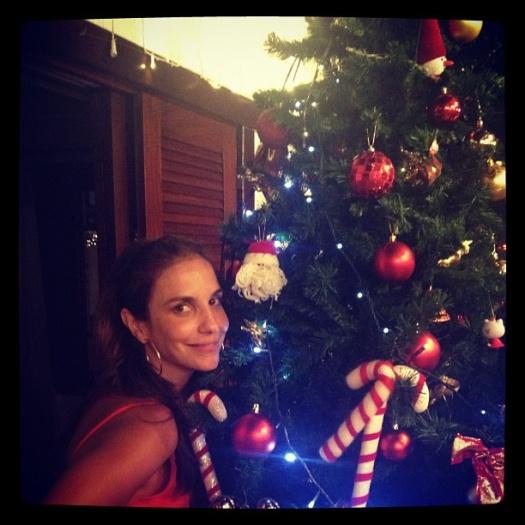 <p>Ivete Sangalo passou o Natal ao lado da família e divulgou foto da árvore de Natal em seu Instagram, nesta segunda-feira (24)</p>