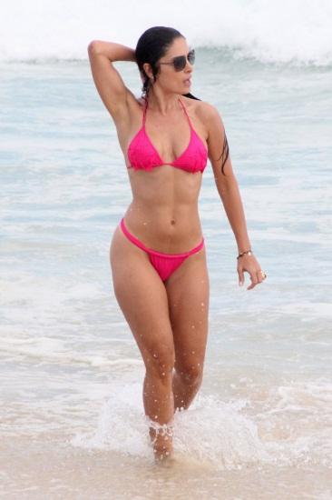 <p>Neste sábado (23), Franciely Freduzeski aumentou a temperatura na praia da Barra da Tijuca, no Rio de Janeiro. A morena curtiu o dia ensolarado sozinha e deixou uma tatuagem à mostra</p>