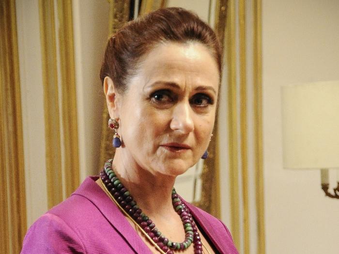 <p>A quarta colocada na lista é Zezé Polessa. A atriz usa um corte na altura dos ombros e o tom dos cabelos sempre avermelhado</p>