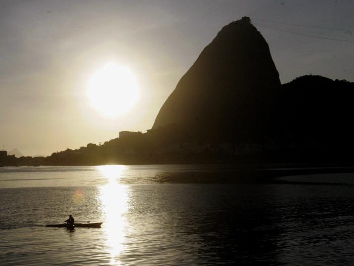 <p>Sol brilha forte no primeiro dia de verão no Rio de Janeiro. De acordo com o Inmet (Instituto Nacional de Meteorologia), os termômetros marcaram 38.6°C</p>