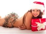 Sem roupa, ex do jogador Adriano posa <br>de Mamãe Noel sexy