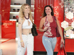 Luma de Oliveira, Carolina Dieckmann, Deborah Evelyn flagrados em shoppings