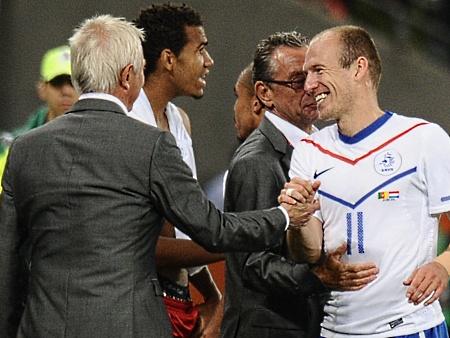 Técnico admite que Holanda teve problemas contra Camarões