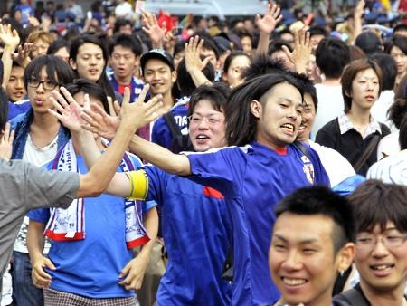 Japão amanhece em festa após classificação da seleção na Copa