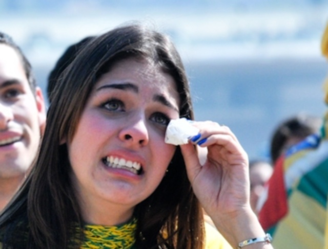 No Jockey, torcedora chora devido eliminação brasileira na Copa da África do Sul