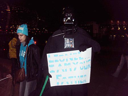 Darth Vader sul-africano torce pela Argentina em Johannesburgo