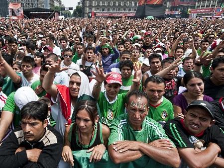 Mexicanos choram eliminação de seleção nacional