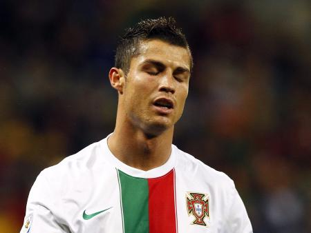 Cristiano Ronaldo paga R$ 27 milhões a mulher <br/>por silêncio sobre barriga de aluguel, diz jornal