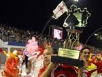Escolas fazem festa no desfile das campeãs em SP