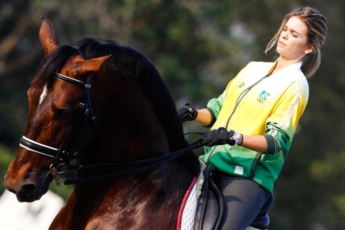Luiza Almeida Musa do hipismo ganha cavalo da me e pensa no Pan e Rio