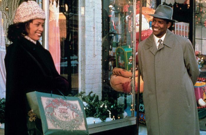 <p><strong>7º lugar -</strong> <em>Um Anjo em Minha Vida</em> (1996) conta a históriado reverendo Henry Biggs (Courtney B. Vance) que é pastor de uma igreja Batista num bairro pobre de Nova York, onde as coisas vão mal. Os problemas da igreja começam a afastá-lo de sua esposa (Whitney Houston), e ele pede ajuda a Deus. E vem um anjo, Dudley (Denzel Washington), que se aproxima de Henry e sua esposa</p>