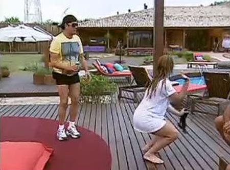 Geisy dançou e rebolou até o chão