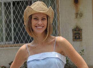 http://im.r7.com/record/files/2C92/94A3/2EC6/23C4/012E/C757/BE08/321C/Bernarda-Pires,-a-Becky-(Lana-Rodes)---Munir-Chatack-thumb.jpg