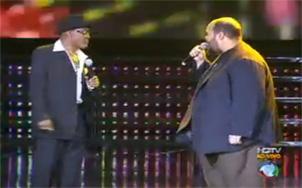 Billy Paul canta com Ed Motta no palco do Ídolos
