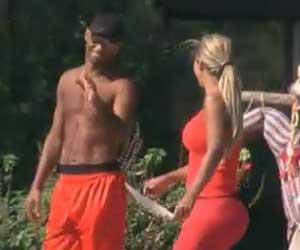 Valesca e Dinei caçoam Monique