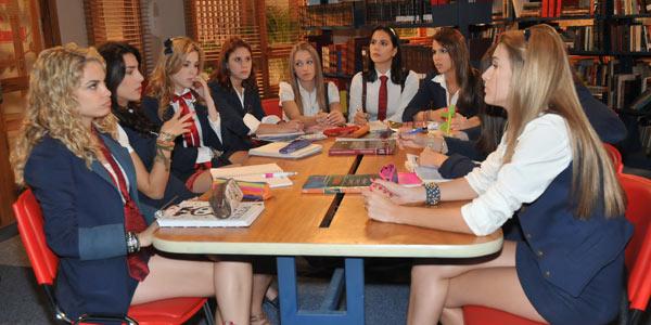Meninas montam grupo de estudo