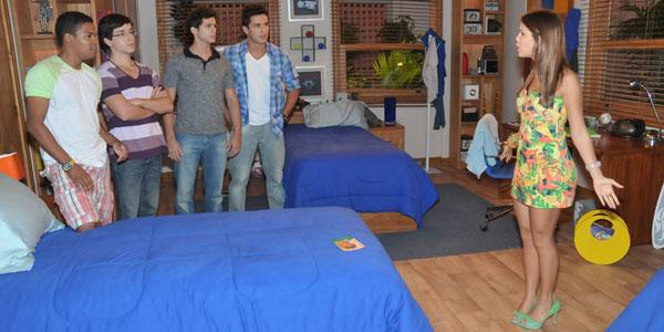 Vitória é surpreendida no quarto de Diego