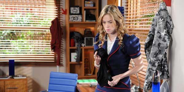 Alice encontra pijama de Pilar no armário de Pedro