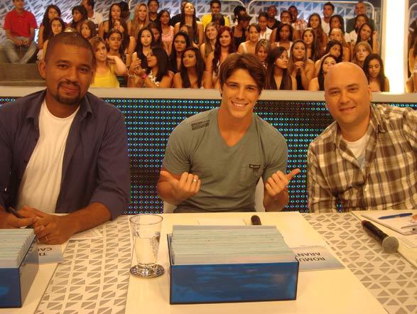 Thiago Carmona, Rômulo Arantes Neto e Marco Zenni são os jurados de mais uma etapa do concurso Stand Up Comedy