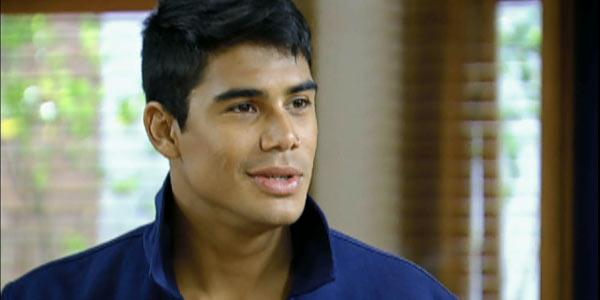 Pedro agarra Lucy e a beija; rebelde também sonha com a garota!