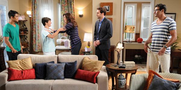 Ela voltou: Beth sai da prisão e se reúne com Pedro e Raul