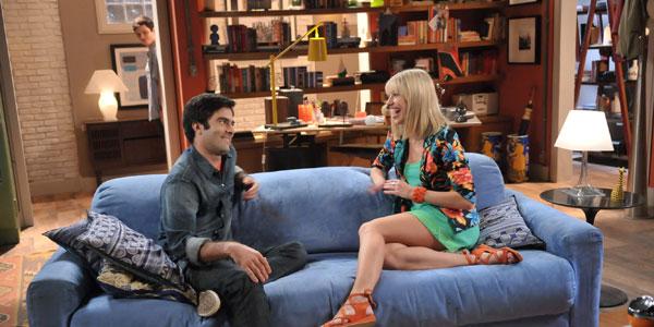 Becky desabafa com Marcelo enquanto Vicente ouve tudo ao fundo