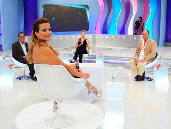 Geisy Arruda disse que ganhou entre R$ 100 mil e R$ 200 mil para posar nua e usou o cachê para comprar uma casa para a família Assista na íntegra