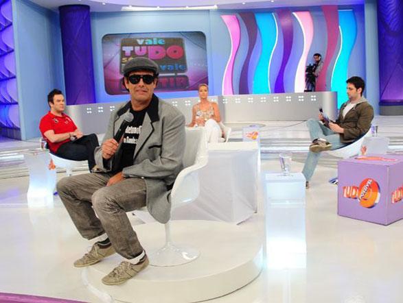 """Eu amei a Xuxa. Tivemos só um namoreco, uma coisa de adolescente"", revelou Sérgio Mallandro durante a entrevista. Assista na íntegra"