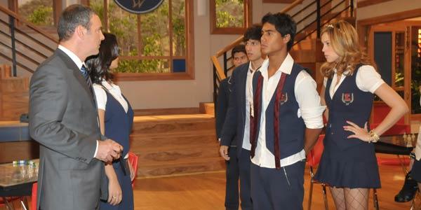 Jonas questiona Alice e Pedro sobre o beijo