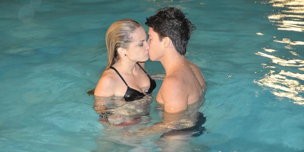 Roberta empurra Diego durante beijo