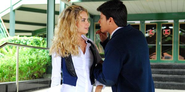 Roberta quer saber a verdade sobre conversa entre Diego e Pilar