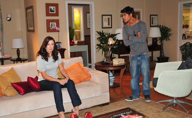 Beth conta a Pedro sobre seu pai