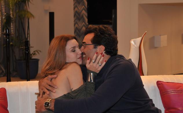 Eva e Franco se rendem à paixão