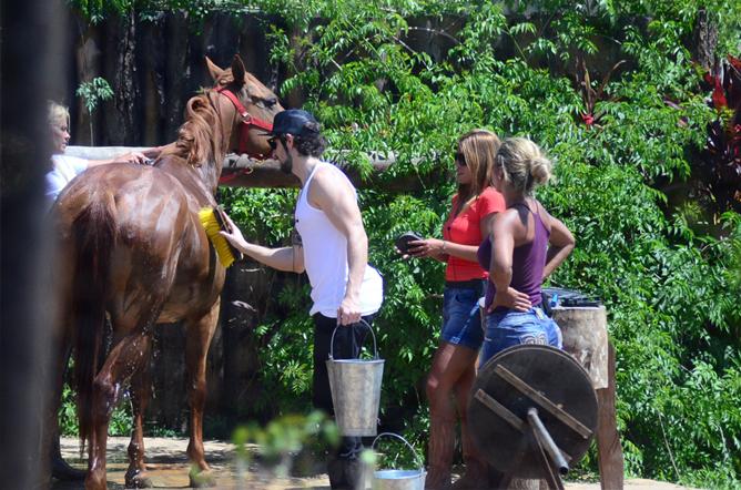 FOTOS Marcos Mion Invade A Fazenda