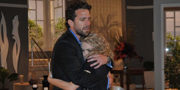 Leonel e Roberta se abraçam em encontro emocionado
