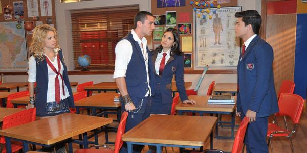Roberta impede que Binho agrida Diego
