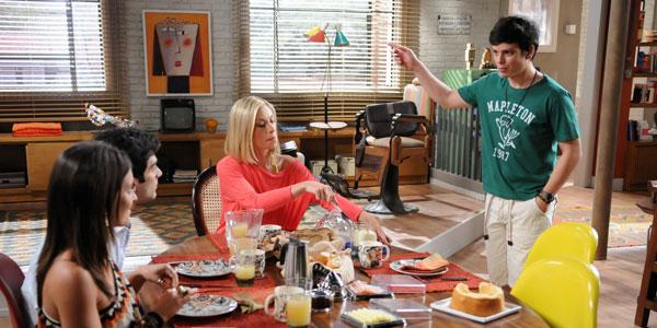 Becky deixa Vicente constrangido
