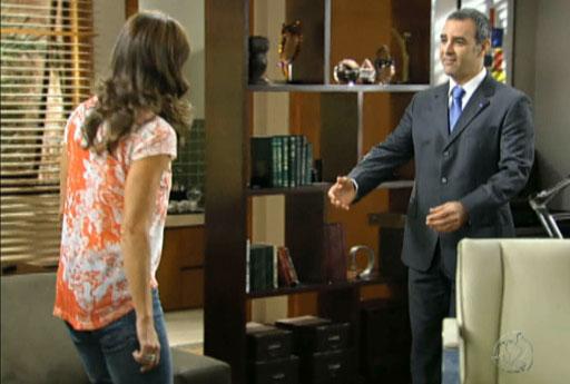 Leila e Jonas discutem e ele decreta o fim do namoro