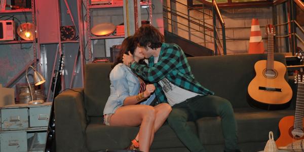 Repórter Rebelde: Carla e Tomás entrevistam um ao outro