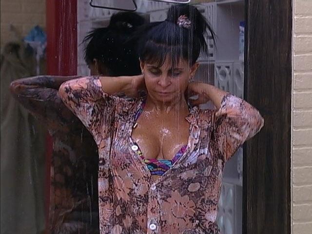 Gretchen de camisão 4   seios aparecem de leve Amigos dizem que Gretchen é bipolar