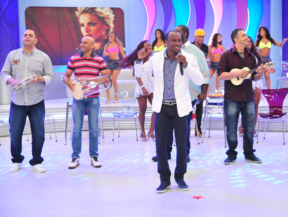 Outro grupo que está sempre nas paradas de sucesso é o Exaltasamba. Eles agitaram a plateia do programa de Ana Hickmann