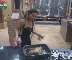 Viviane Araujo prepara almoo e faz deliciosa picanha assada na cozinha da sede