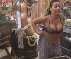 Viviane leva o pblico ao delrio ao se trocar na manh desta quinta (23)