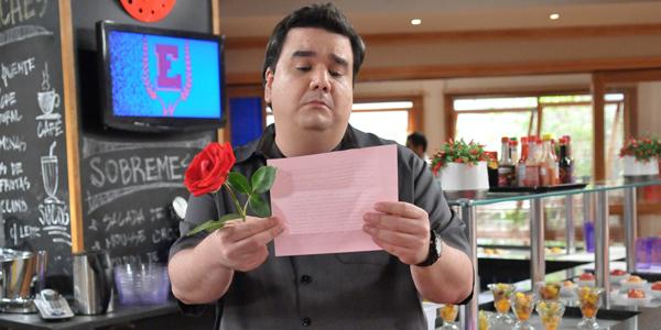 Pingo acredita ter uma admiradora secreta após ler carta (Foto:Munir Chatack/ Record)