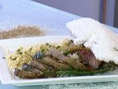 Picanha no sal grosso com farofa de alho e batata doce gratinada