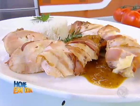 Na oitava posição, um frango recheado com requeijão cremoso, uma receita deliciosa e ideal para um bom almoço! Veja o passo a passo!