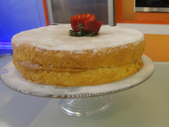 Todo mundo pediu e Edu preparou novamente esse irresistível bolo bem-casado. Clique aqui, veja o passo a passo e impressione a todos preparando a receita que ficou na segunda posição!